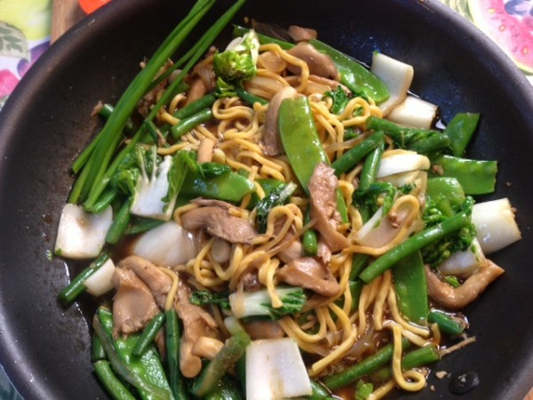How to cook Vegetables Stir Fry with Egg Noodles and Mushrooms - Asian ...